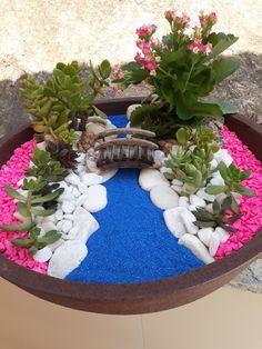 fairy garden accessories Ways to Turn Your Backyard Into A Life-Size Enchanted Fairy Garden Succulent Gardening, Succulent Terrarium, Terrariums, Succulents Garden, Container Gardening, Pallet Gardening, Fairy Gardening, Urban Gardening, Beach Fairy Garden