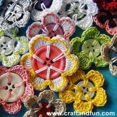 DIY Crochet Flowers with Recycled Buttons from Craft and Fun Pin It Crochet Diy, Crochet Simple, Love Crochet, Crochet Crafts, Yarn Crafts, Crochet Ideas, Crochet Embellishments, Crochet Buttons, Crochet Motifs