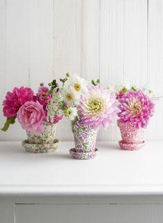 """Blumentöpfe im Liberty-Kleid: """"Wohnen mit Blumen"""" von Holly Becker ©Leslie Shewring"""