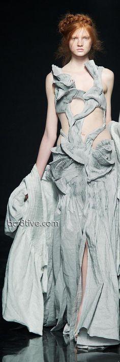 Yiqing Yin – Fall Winter 2012 Paris Fashion Week