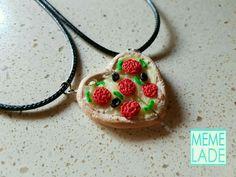 Quiero compartir lo último que he añadido a mi tienda de #etsy: Besties Necklace Best Friends Pizza Heart Corazón Food Polymerclay Charm Fimo Pendant Colgante Collar Kawaii Cute http://etsy.me/2jqCS13