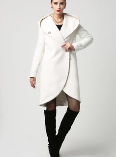 dd8438568 The design of this wool midi coat is simple yet dramatic at the same time  with