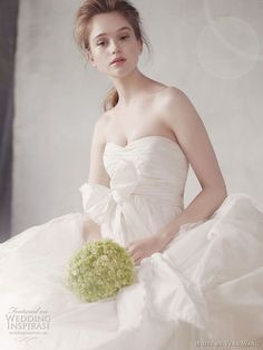white-by-vera-wang-fall-2011-2012-wedding-dress