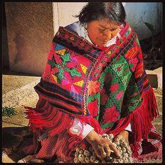 Mujer mazahua vendiendo olotes #EstadodeMexico #misviajespormexico - @mexicodesconocido- #webstagram