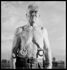 Circus side show performer, photographed by Stanley Kubrick, before piercing was cool Cirque Vintage, Vintage Circus, Stanley Kubrick Photography, Body Painting, Human Oddities, Dramatic Photos, Circus Performers, Look Magazine, Bad Tattoos