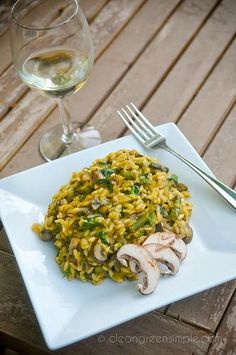 Mushroom, Asparagus & Spinach Risotto Vegan and Gluten Free. Mushroom Asparagus Risotto, Spinach Risotto, Whole Food Recipes, Vegan Recipes, Cooking Recipes, Dairy Free Risotto Recipes, Vegan Asparagus Recipes, Low Fat Vegetarian Recipes, Plat Vegan