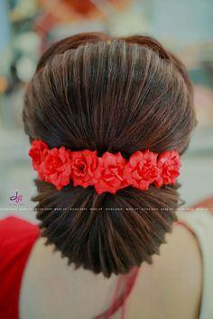 Hair goals ombre brunettes hairstyles Ideas for 2019 Indian Wedding Hairstyles, Bride Hairstyles, Hairstyles Haircuts, Trendy Hairstyles, Fashion Hairstyles, Saree Hairstyles, Bridal Hair Buns, Bridal Hairdo, Hairdo Wedding