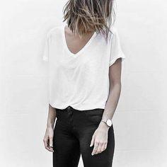 Auf der Suche nach dem perfekten Basic T-Shirt? Jetzt unsere Auswahl an Schwarz, Weiß und Grau entdecken. Hier entdecken und shoppen: http://sturbock.me/auS