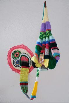 Carolina Ponte  Sem Título  2009  Escultura de crochê  160 x 80 x 70 cm