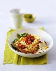 Rezept: Spaghetti mit Möhrenpesto - [LIVING AT HOME]