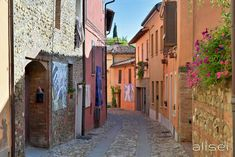 Il borgo di Dozza visto e raccontato da Roberto - Alisei.net Murals