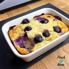 Lemon Blueberry Baked Oats - Pinch Of Nom Slimming Recipes astuce recette minceur girl world world recipes world snacks Baked Oats Slimming World, Slimming World Cake, Slimming World Desserts, Slimming World Breakfast, Slimming World Recipes Syn Free, Slimming World Overnight Oats, Sliming World, Blueberry Oat, Blueberry Recipes
