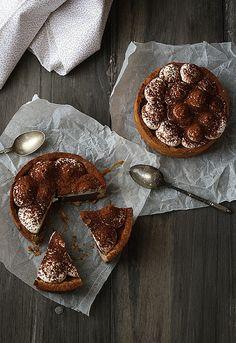 Tarta de chocolate, nata y caramelo salado  by SandeeA Cocina, via Flickr