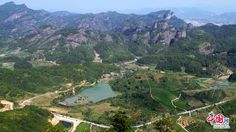 Wuyi Mountain, a UNESCO natural and cultural heritage site, is located in the Northwestern Fujian province. Covering an area of 999.75 square kilometers, the attraction is divided into four protection zones: the Nine-Bend Stream Ecological Protection in the center, the Wuyishan National Nature Reserve in the west, the Wuyishan National Scenic Area and the Protection Area for the Remains of Ancient Han Dynasty in the east.
