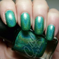 A Box, Indied May 2016 - MInt Julep is the Colors by llarowe offering for May's A Box Indied edition. It is a bright green linear holographic. Swtach by @scottishlass10