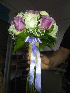 Ramo de novia: El bouquet estaba compuesto por rosas champán y rosas moradas. - Bridal bouquet