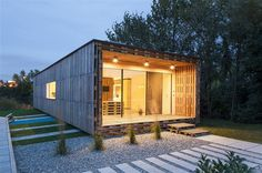 Fotogalerie: Architekti Gregor Pils a Andreas Claus Schnetzer postavili dům z 800 vyřazených...