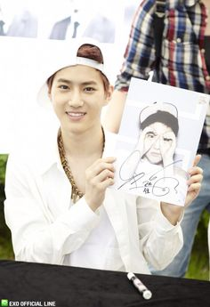 130608 EXO Official LINE account updated with their individual photo at Busan Fansign -Suho