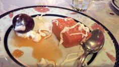 Assortiments de gâteaux : Gulab jamun (à gauche) et Halwa (à droite) / Aangan - Paris 18 #indien (avis restau complet sur le blog)