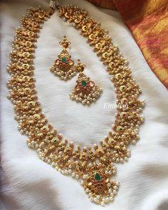 Indian Jewelry Sets, Indian Wedding Jewelry, India Jewelry, Bridal Jewellery, Antique Jewellery Designs, Gold Earrings Designs, Gold Jewellery Design, Necklace Designs, Ruby Jewelry
