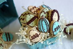 speckled egg cookies for #Easter with a great tutorial via @Bakeat350tweets