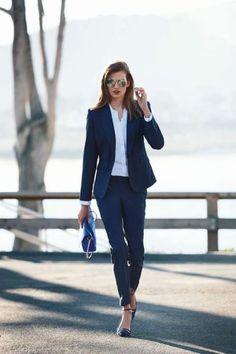 15 Formelle Outfits für den Alltag - business professional outfits for interview Business Outfit Frau, Business Casual Outfits, Office Outfits, Business Attire, Business Suits For Women, Classy Outfits, Chic Outfits, Navy Blazer Outfits, Business Formal Women