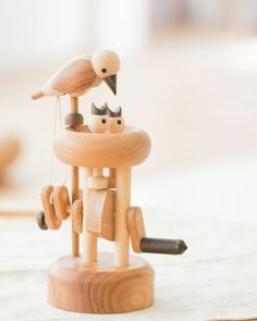 Woodworking Projects For Kids Efficace simplicité Kids Woodworking Projects, Woodworking Bench, Wood Projects, Wooden Art, Wooden Crafts, Kinetic Toys, Mechanical Art, Sell Diy, Diy Arts And Crafts