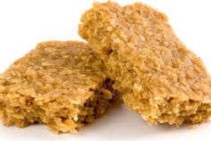 Sweet, moist and chewy flapjack, ideal for your children's lunchbox or as an after-school treat. Vegan Cake, Vegan Desserts, Easy Desserts, Vegan Food, Vegan Baking, Vegan Snacks, Dairy Free Recipes, Gourmet Recipes, Vegan Recipes