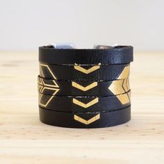 DIY jewelry ideas from recyclable materials Bracelet Cuir, Cuff Bracelets, Diy Jewelry, Jewelry Making, Leather Accessories, Jewerly, Tattoos, Pattern, Loop