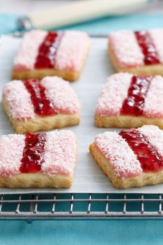 Here are 6 Aussie classics (with a twist) for your Australia Day lunch. The best Australia Day recipes for Pavlova, lamington ice-cream, BBQ lamb, meat pies and Iced VoVos! Aussie Food, Australian Food, Australian Bakery, Australian Desserts, Australian Recipes, Biscuit Cookies, Biscuit Recipe, Pastry Recipe, Tarts Recipe