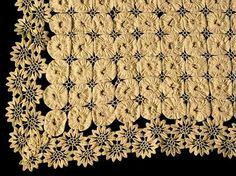 yoyo quilt | White yo yo quilt with rick rack lace. I just love the combination of ...