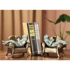 SPI Home Frogs Reading on Sofa Book Ends & Reviews | Wayfair