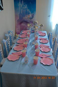 Table at a Cinderella Party #Cinderella #partytable