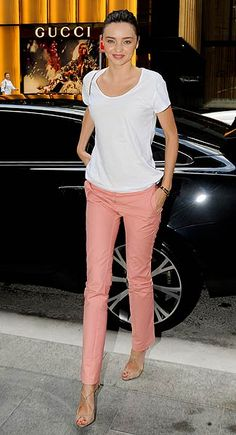 Just in time for summer.. love this casual outfit of Miranda Kerr