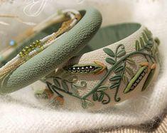 Clover Bangle set - Shamrock bracelet - Polymer clay bracelet - Green Pink bracelet - Pastel Bangle - Floral Bangle Four leaf clover Bangle Bangle Set, Bracelet Set, Bangle Bracelets, Iris, Polymer Clay Bracelet, Flower Bracelet, Handmade Jewelry, Beaded Jewelry, Floral