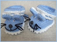 Örgü Mavi Fareli Erkek Bebek Patik Modeli – Genç Kadın