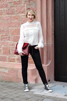 A fashion blog for women over 40 and mature women Blouse: Selfpportrait Pants + Sneaker: Zara Bag: Chloé