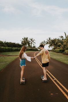 Kauai, Hawaii Couples Photography - Photo by: Julia Kathleen Photography Cute Teen Couples, Teenage Couples, Cute Couples Photos, Cute Couples Goals, Couples In Love, Couple Goals Relationships, Relationship Goals Pictures, Photo Couple, Couple Shoot