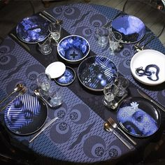 Yuan Osorio stackable table set by ibride.  #design #kitchen #home #vase #decoration #tableware #ibride #empilable #stackable #plates #blue  (photo @spicerobby)