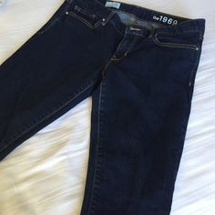 • Gap skinny jeans • Gap skinny jeans in size 30s , perfect condition no wear n tear and no discoloration GAP Jeans Skinny