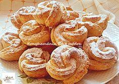 Túrós rózsa | Edit56 receptje - Cookpad receptek Cake Recipes, Snack Recipes, Dessert Recipes, Cooking Recipes, Snacks, Hungarian Desserts, Hungarian Recipes, Georgian Food, Romanian Food