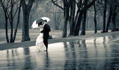 Chuva - rain - lluvia - estação - season - temporada - chovendo - raining - lloviendo - dias - days - día - clima - climate - tempo - água - water - gotas - drops - mulher – woman – mujer – moda - fashion - inspiração - inspiration - casamento - wedding - boda - homem – man – hombre – namorado – boyfriend – amigo – apaixonados - amor - love - beijo - kiss - dress - vestido - groom - noivo - novio - bride - noiva - novia - guarda chuva - umbrella – paraguas - casal - couple - pareja