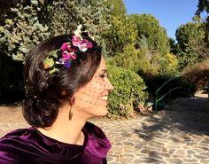invitada de boda con corona Wedding Hats, Wedding Attire, Diy Hairstyles, Wedding Hairstyles, Flower Crown Hairstyle, White Day, Hair Ornaments, Wedding Looks, Hair Pieces