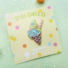 Pokésweets - Bulbasaur Matcha Soft Serve Ice Cream - Hard Enamel pin by Cloudhedd - Gold plated metal - Cute Pokemon as Dessert Pokemon Pins, Cute Pokemon, Japanese Treats, Japanese Desserts, Ghibli, Bulbasaur, Cool Pins, Fan Art, Soft Serve