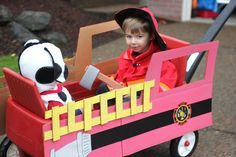 Repeat Crafter Me: Fireman, Fire Dog, Fire Truck Halloween Costume I am determined to put my kids in coordinating Halloween costumes until the time comes when they refuse to do such things. Last year they were Batman and Robin Family Halloween Costumes, Halloween Kostüm, Holidays Halloween, Kids Holidays, Halloween Parade, Toddler Halloween, Kids Parade Floats, Wagon Floats, Wagon Costume