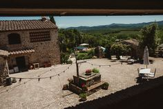 Tuscan-Country-Chic-Wedding-Photography-open-field-ceremony-1017