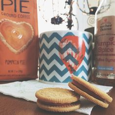 Pumpkin coffee ☕️ in my new hot air balloon coffee mug I found at @homegoods today! With two pumpkin oreos that are out of this world delicious! @megsanders14 is seriously the best, she came up to me at the gym the other night with a little baggy of oreos out of her pack to share with me!  #pumpkin #pumpkinoreo #pumpkineverything #pumpkinspice #pumpkincoffee #oreos #archerfarms #homegoods #coffeemug #iifym #iifymgirls #flexibledieting #train #figure #fitfam #fitspo #fitgirl #fitnessaddict