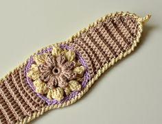 Spring Flower Bracelet, free crochet pattern and tutorial by Lilla Bjorn Crochet ༺✿ƬⱤღ https://www.pinterest.com/teretegui/✿༻