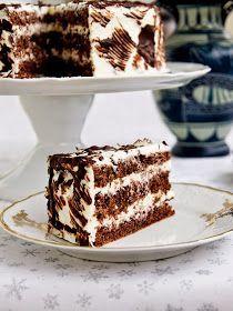 Walnut cake with mascarpone cream Czech Desserts, Sweet Desserts, Sweet Recipes, Delicious Desserts, Baking Recipes, Cookie Recipes, Snack Recipes, Dessert Recipes, Bon Dessert