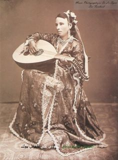 A rich Arab women from As-Suwayda Syria 1880 Antique Photos, Vintage Photographs, Old Photos, Vintage Photos, Folk Costume, Costumes, Woman Singing, Turkish Beauty, Ottoman